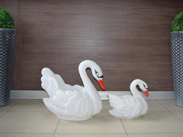 Саксии лебеди от РОТО градински саксии и декорации
