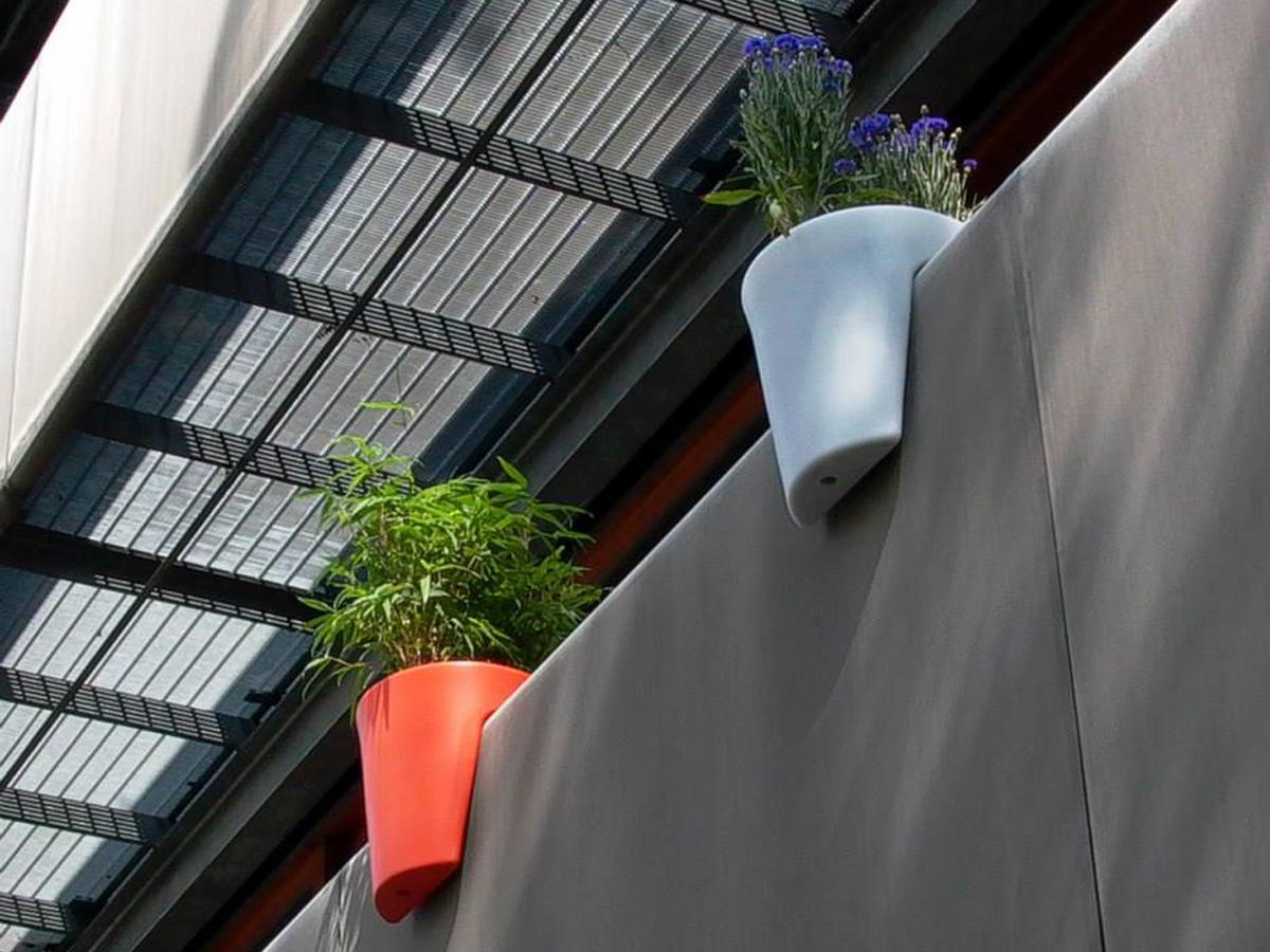 Dizainerski-saksii-za-parapet-balkoni-terasi