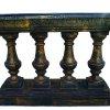 Декоративна ограда с колони и саксии за градина. двор и балкон