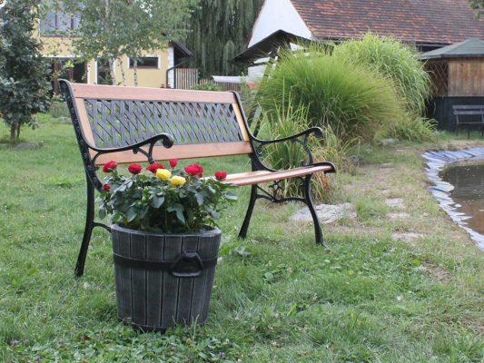 декоративни кашпи за градината - саксии за двора тип дървени и дърво