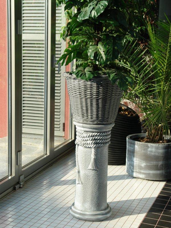 saksiya-i-kolona-imitaciya-na-beton