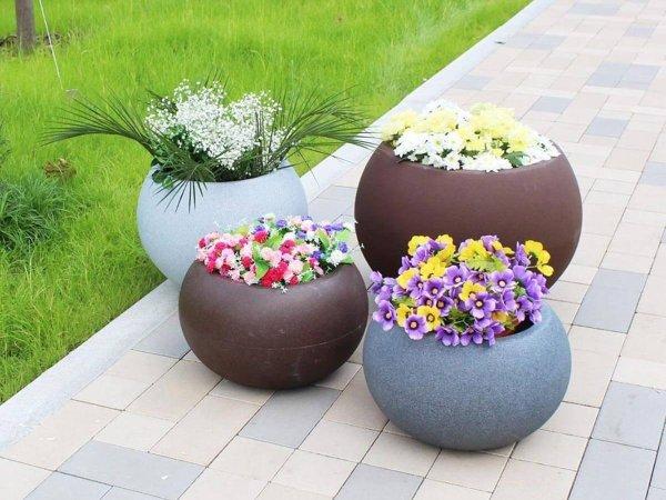 Луксозни саксии и кашпи за двор и градина