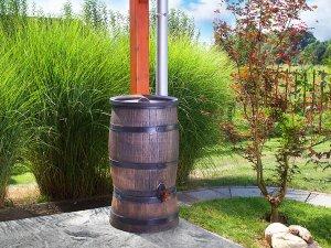 Резервоар и съд за събиране на дъждовна вода в градината и двора