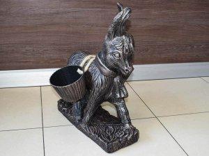 Декоративна фигура магаре с дисаги за двор и градина